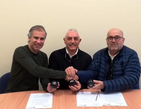 A Federación Galega de Patinaxe asina un convenio con Swift como proveedor oficial de material